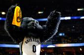 Watch The Memphis Grizzlies Mascot Put Another Mascot Through A Table