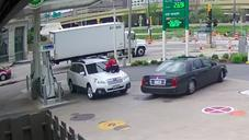 Milwaukee Woman Thwarts Car Thieves By Jumping On Top Of Her Car